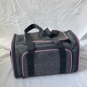 Airline approved expandable pet carrier